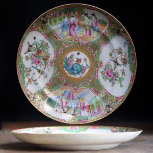 Plat antique chinois de médaillon de rose de canton avec des réserves de melon famille #565
